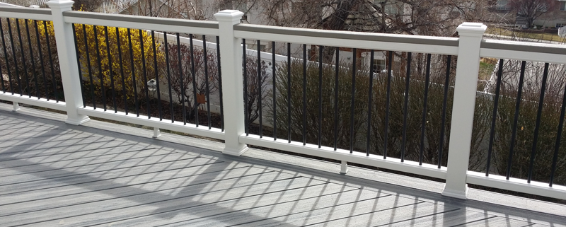 Trex Transcend With 2x4 Cap Rail Amp Round Balusters Fence